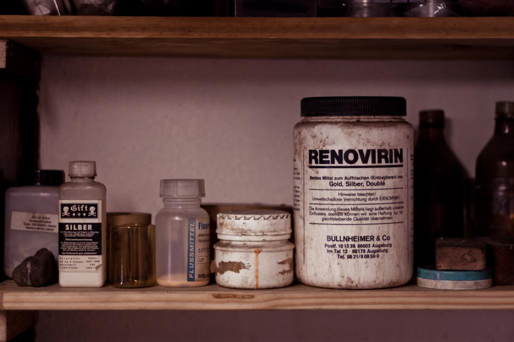 Chemikalienregal